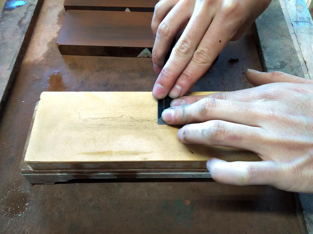 八王子現代家具工芸学校 | 家具製作 家具の学校 鑿(のみ)を研ぐ